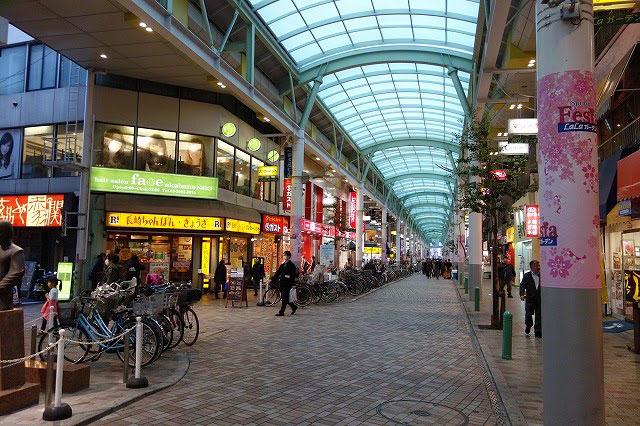アーケードのある商店街~雨の日もお買い物のしやすいアーケード商店街です。