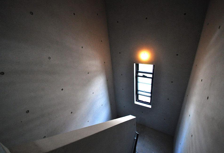 ココキューブ赤羽階段